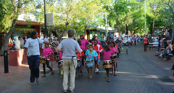 p2134-Fest-parade-drummers-