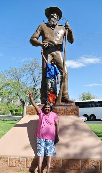 p2134-JMS-statue-Aborigines