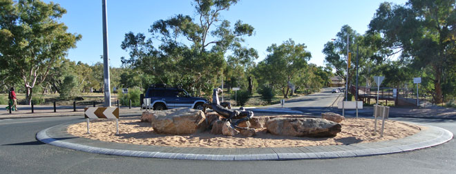 p2253-Lizard-roundabout