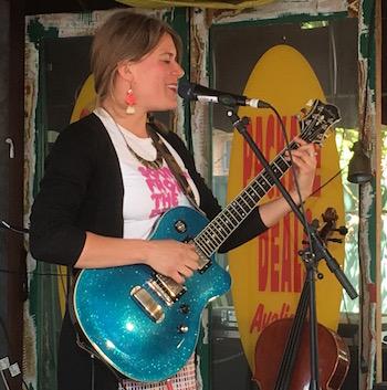 p2481 Desert Fest She sings Steph 350