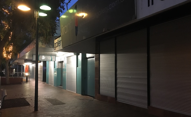 p2487 Todd Mall shutters 660